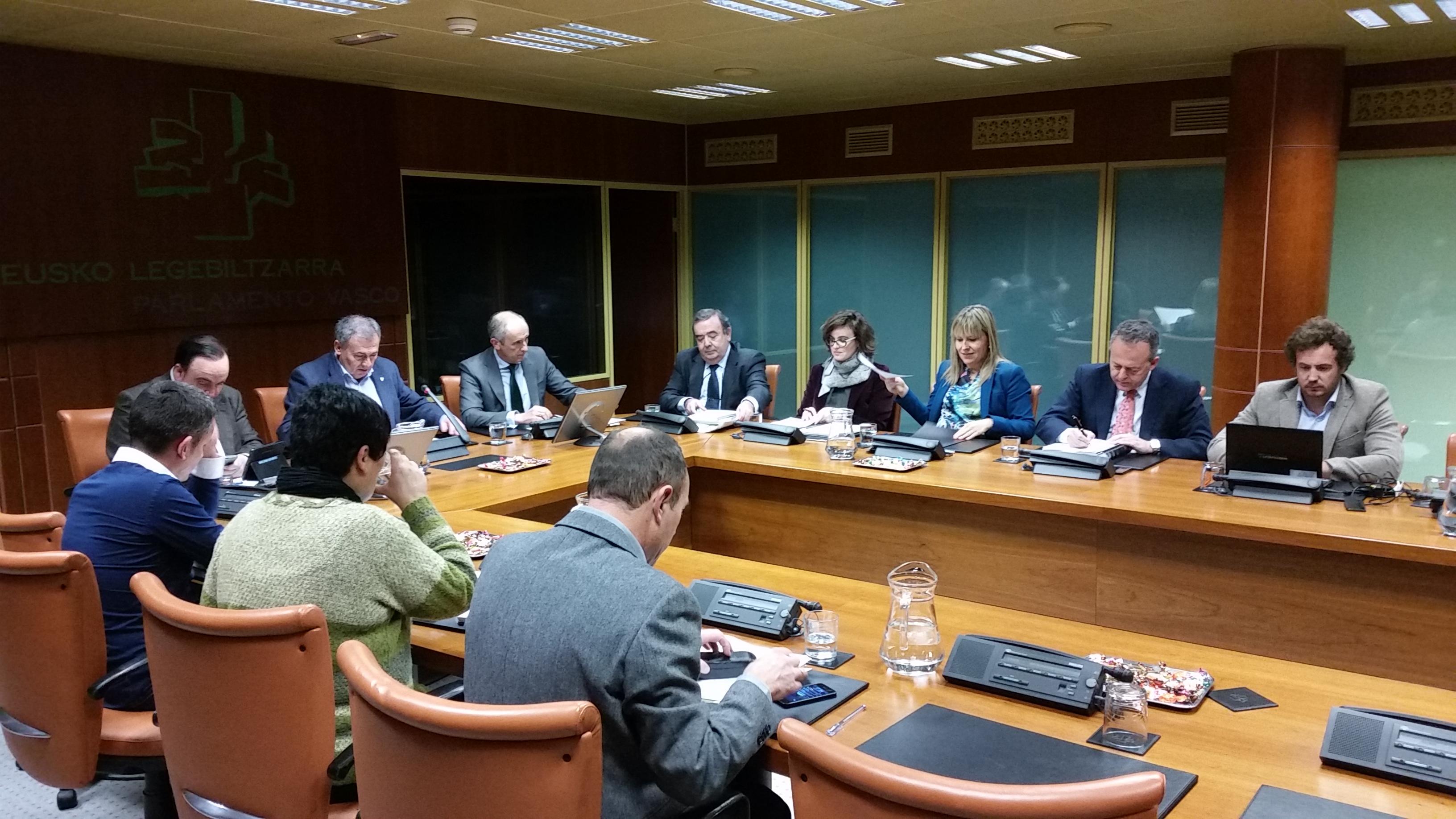 El Gobierno presenta a los grupos parlamentarios el Proyecto de Ley Municipal que cerrará el modelo institucional interno de Euskadi [0:00]