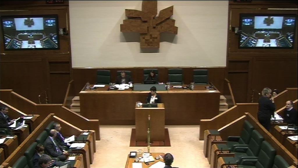 Interpelación, Marian Beitialarrangoitia, grupo EH Bildu, reconducir las políticas [30:13]