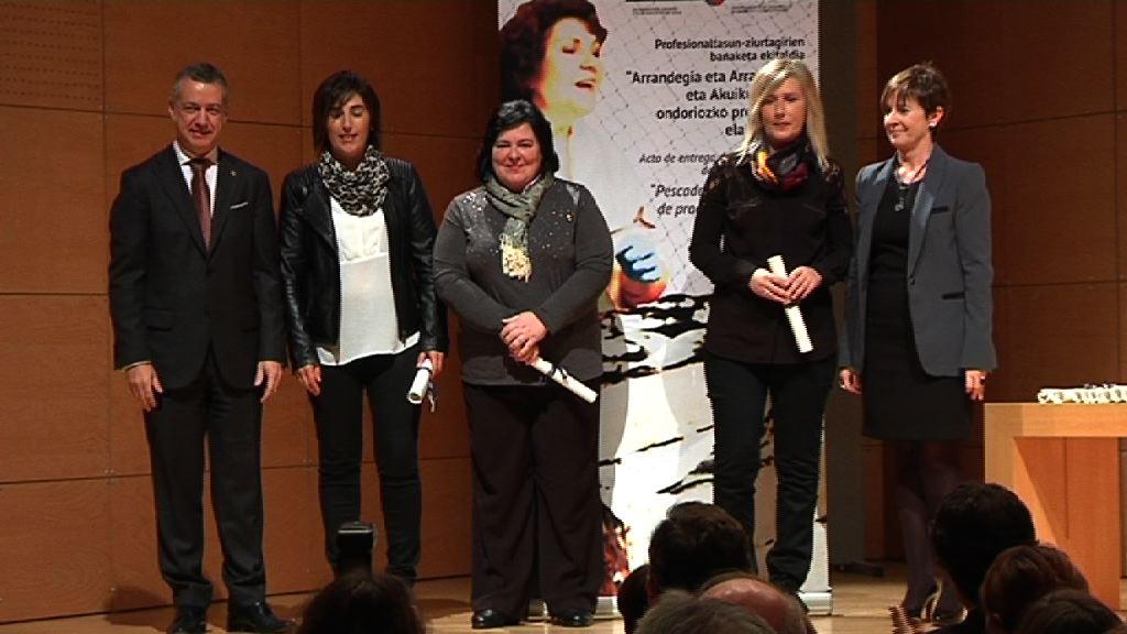El lehendakari entrega los certificados de profesionalización a neskatilas y empacadoras de pescado de Euskadi [10:31]