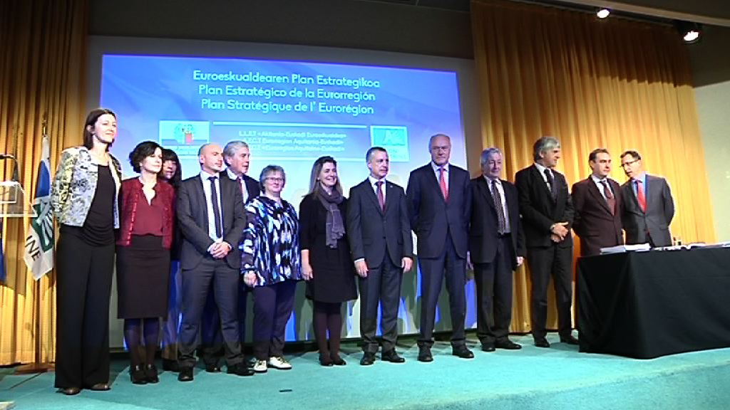 Iñigo Urkulluk eta Alain Roussetek Akitania-Euskadi euroeskualdearen 2014-2020 aldiko plan estrategikoa aurkeztu dute Hendaian [12:03]
