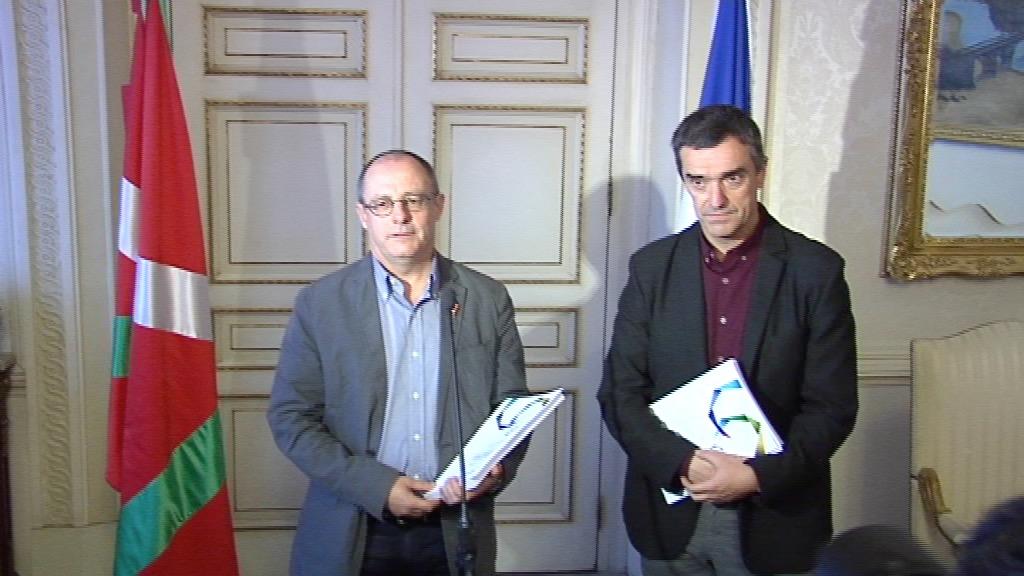 El Gobierno Vasco entrega al Ayuntamiento de Donostia los Retratos de la Memoria [6:45]