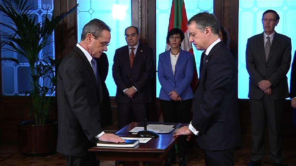 Lehendakariak Angel Toñari hartutako konpromisoa eskertu dio, eta Juan Maria Aburtori, gizarte kohesioaren eta enpleguaren aldeko dedikazioa [7:10]