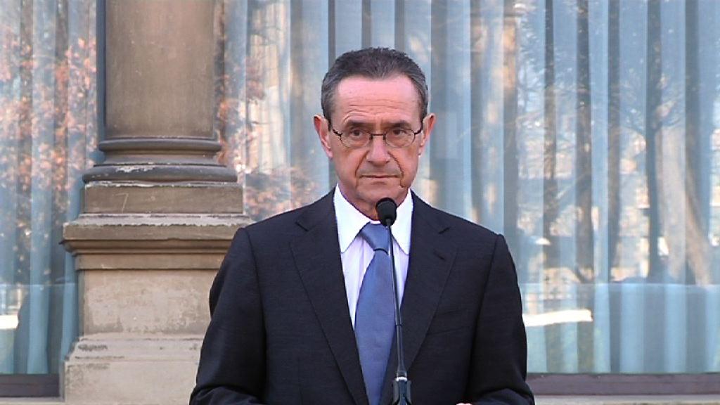 Lehendakariak Angel Toñari hartutako konpromisoa eskertu dio, eta Juan Maria Aburtori, gizarte kohesioaren eta enpleguaren aldeko dedikazioa [8:26]