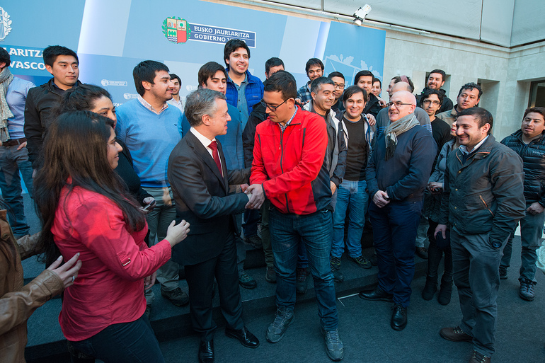 El lehendakari recibe al alumnado chileno de FP que realiza estudios de perfeccionamiento en centros vascos