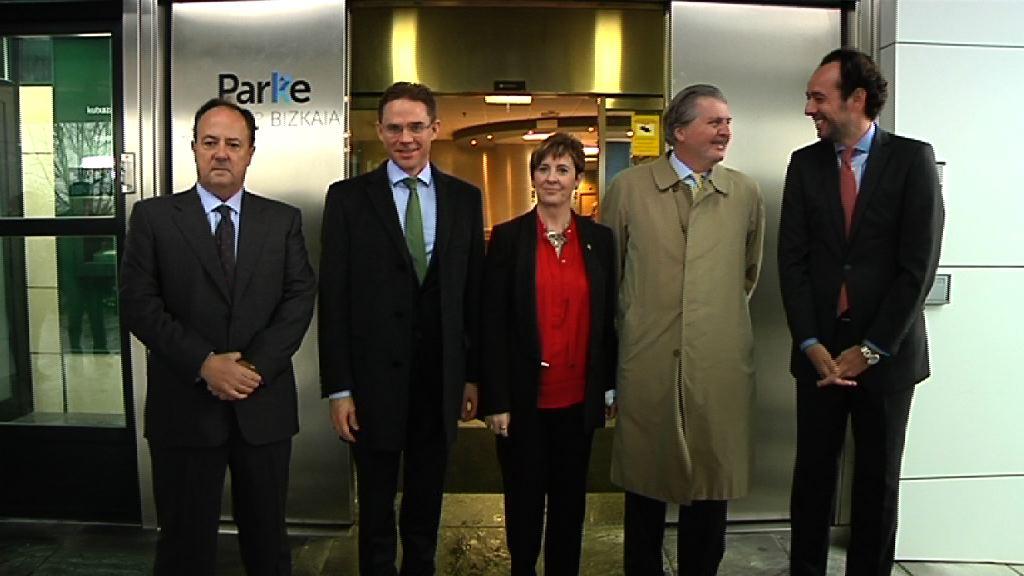 Tapiak bilera egin du Europako Batzordeko presidenteordearekin eta Euskadiko zenbait enpresekin Zamudioko teknologia-parkean [1:58]