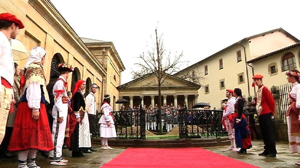 El lehendakari preside el acto oficial de plantación del nuevo Árbol de Gernika [3:45]