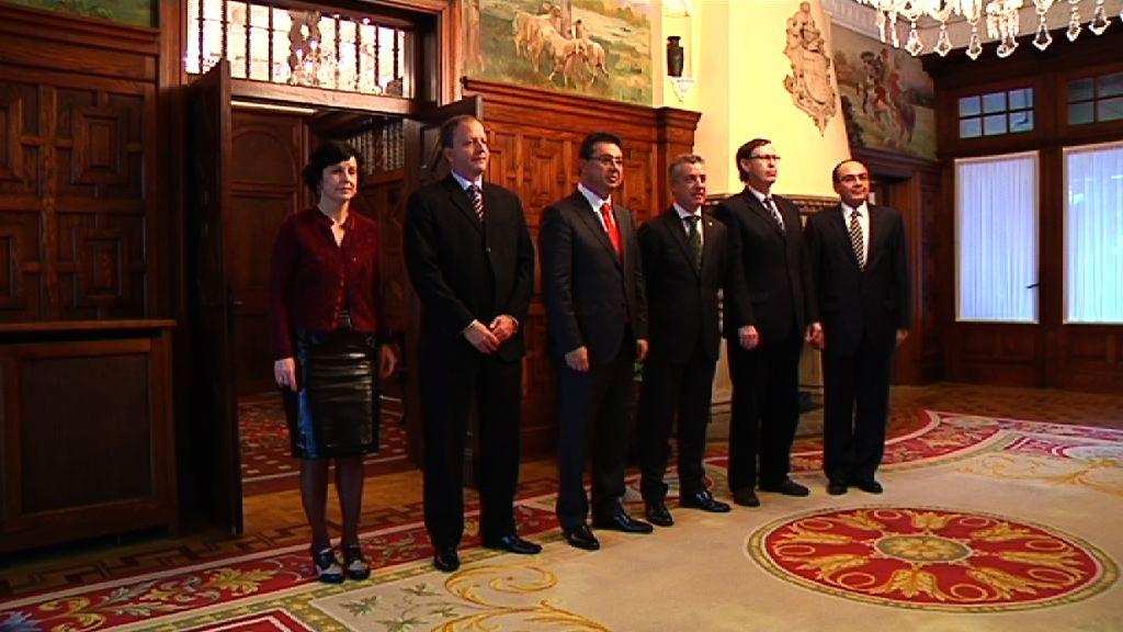 Lehendakariak Paraguai-ko Industria eta Merkataritza ministroa hartu du [1:07]
