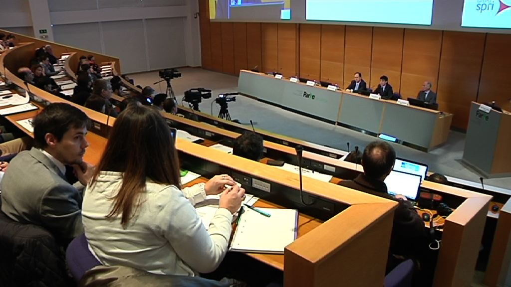 Más de 800 empresas asisten a las jornadas sobre las ayudas del Gobierno Vasco y SPRI a la empresa vasca para 2015  [6:54]