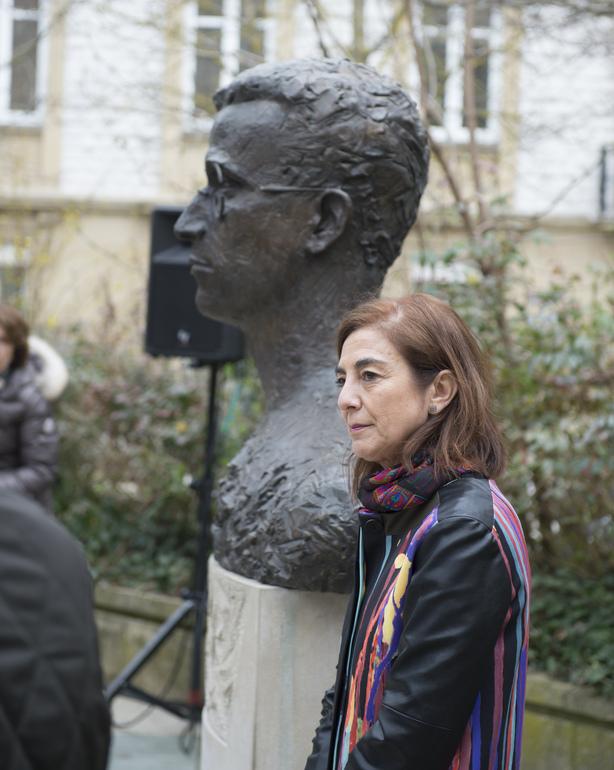 Eusko Jaurlaritzak Lauaxetaren bustoa laga dio Gasteizko Udalari