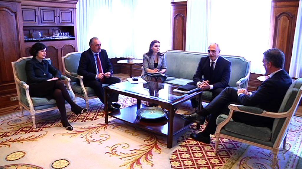 El lehendakari recibe al embajador de Azerbaiyán [0:58]