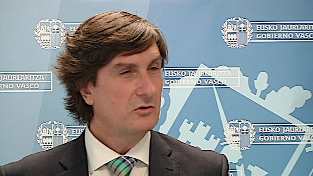 El Gobierno vasco comienza a devolver al personal público la paga extra retirada por el Gobierno español en diciembre de 2012 [0:47]