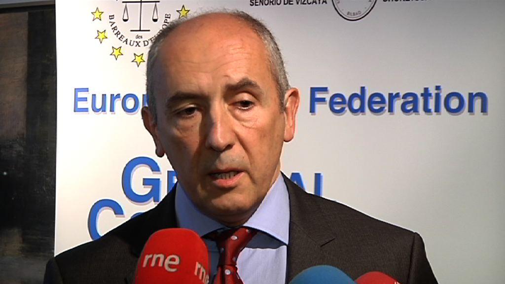 El Gobierno celebra la decisión del español de dar marcha atrás en su idea de privatizar los Registros Civiles [3:03]