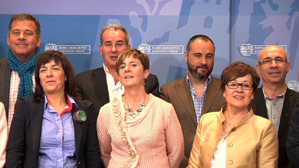 Tapia preside la constituación de la Mesa de Turismo de Euskadi que actualiza la participación del sector [2:59]