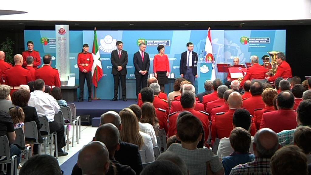 El Lehendakari preside el acto anual de entrega de condecoraciones y de recuerdo a los ertzainas fallecidos [6:17]