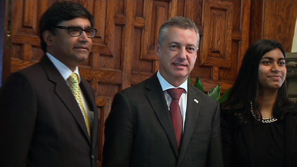 El lehendakari recibe al Embajador de la India [0:49]