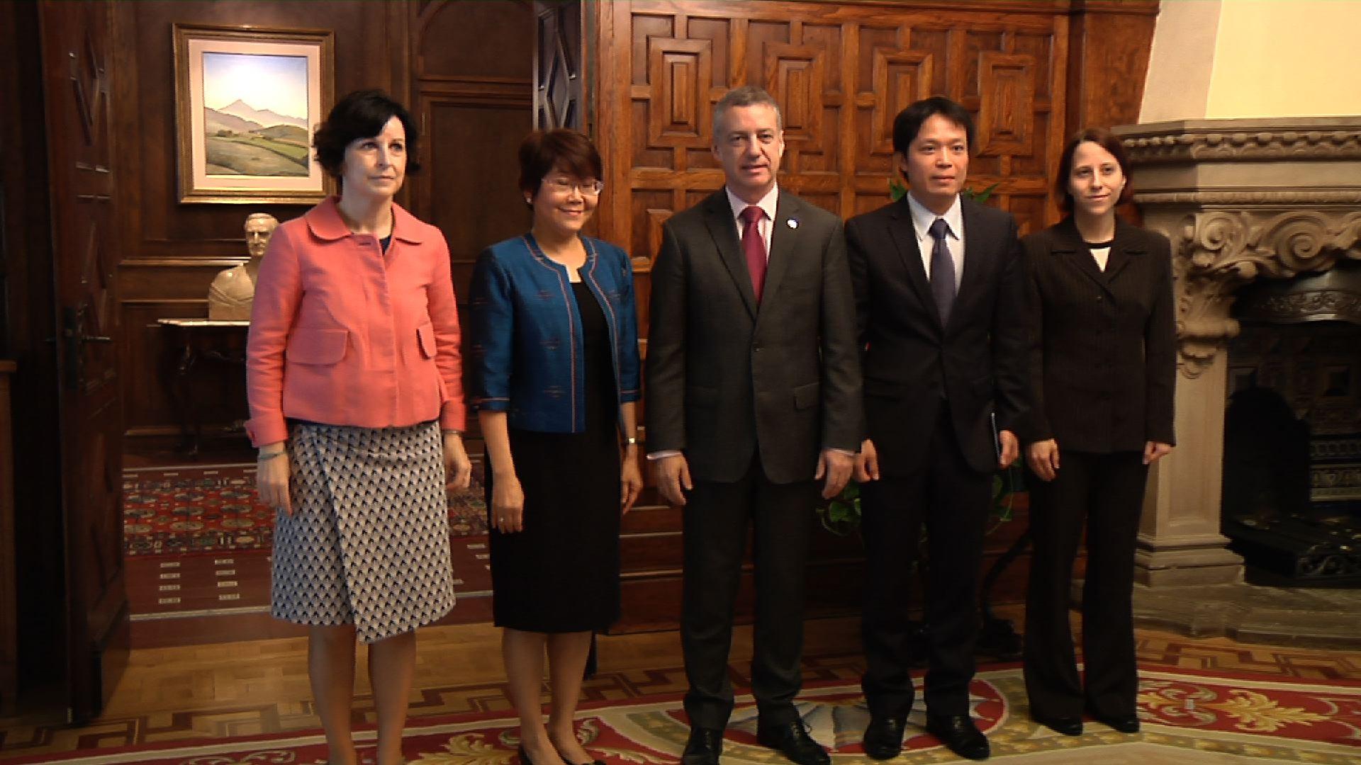 Lehendakariak Thailandiako enbaxadorea hartuko du [0:51]