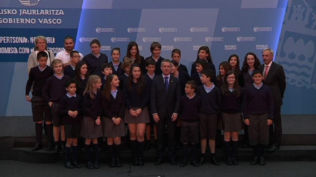 El lehendakari recibe  al grupo de escolares ganador del  concurso Gazte Irekia - 2ª edición  [31:26]