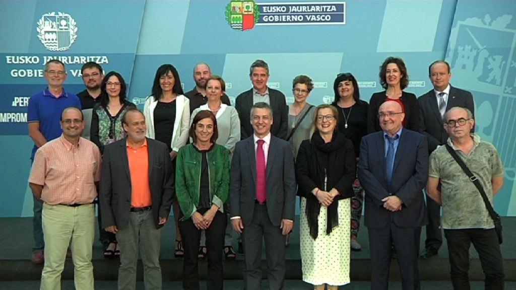 El lehendakari ha presidido la reunión del Patronato del Instituto Etxepare [0:53]