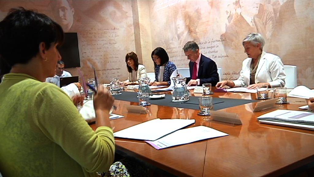 El lehendakari preside la Comisión Interdepartamental para la Igualdad de Mujeres y Hombres [0:43]