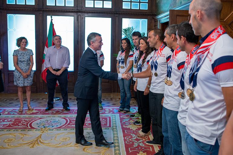 El lehendakari, Iñigo Urkullu, recibe a las y los ertzainas medallistas en los últimos Mundiales de Policías y Bomberos