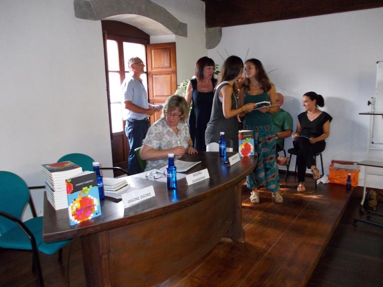 Los ganadores de la iniciativa literaria Urruzunotarrak Gehituz han recibido su premio