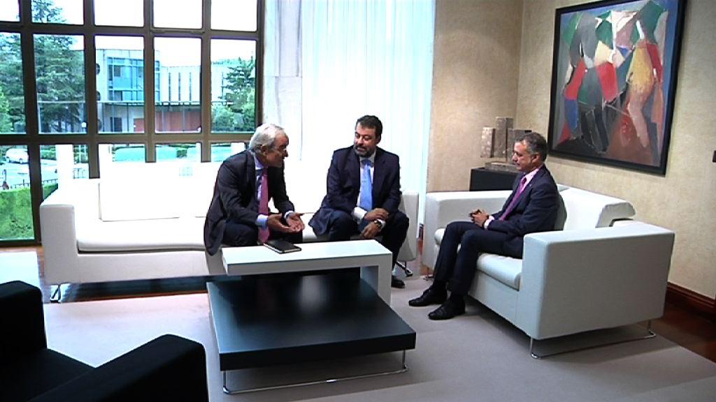 El lehendakari ha recibido a responsables de la Asociación Empresa Familiar de Euskadi [0:50]