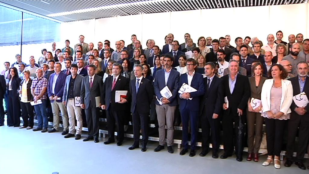 El lehendakari entrega a alcaldes y alcaldesas los Retratos Municipales de la Memoria [52:10]