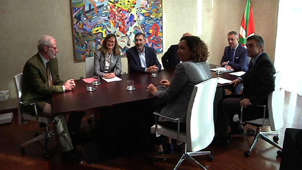 El Gobierno Vasco recibe la primera evaluación externa del Plan de Paz y Convivencia que refleja la valoración globalmente positiva y recoge propuestas de mejora [30:44]