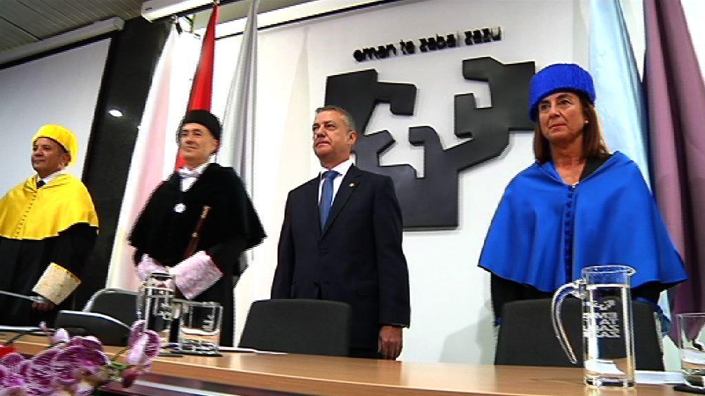 El lehendakari reafirma el compromiso del Gobierno Vasco con la UPV/EHU en la inauguración del curso académico 2015-2016 [7:45]