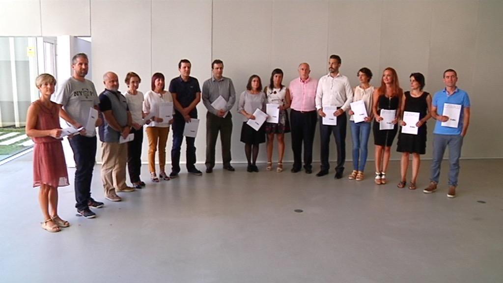 Un grupo plural de víctimas presenta el documento Eraikiz [21:19]