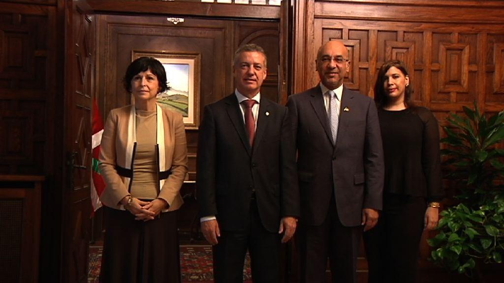 El lehendakari recibe al embajador de la República Dominicana Anibal de Castro [1:07]