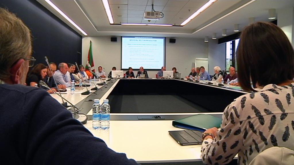 EL Gobierno Vasco adoptará medidas de apoyo para paliar la situación del sector lácteo de Euskadi  [19:30]