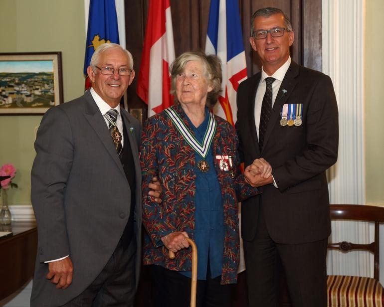 Selma Huxley Barkham andreak Newfoundland eta Labradorreko ordena jaso du, St. John´s  hirian.