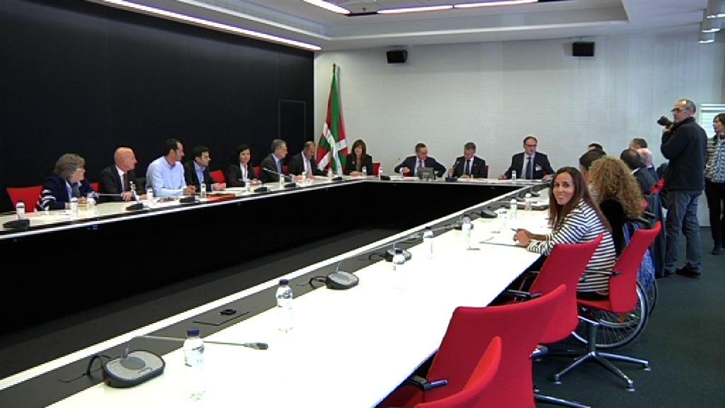 El lehendakari preside la reunión de la Mesa del Diálogo Civil [1:01]