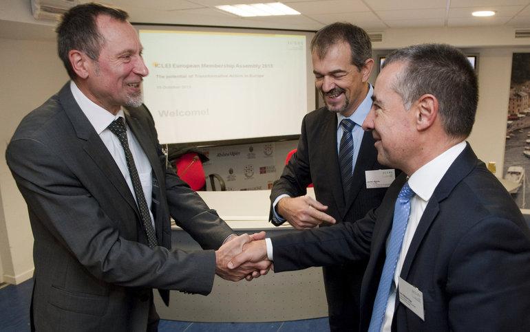 Teubner, Agirre y Madariaga (Photos Horst Wagner/EFE)