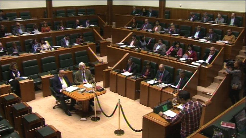 Pregunta formulada por D. Julen Arzuaga Gumuzio, parlamentario del grupo EH Bildu, al lehendakari, sobre volver a dispersar al preso enfermo Ibon Iparragirre. [5:56]