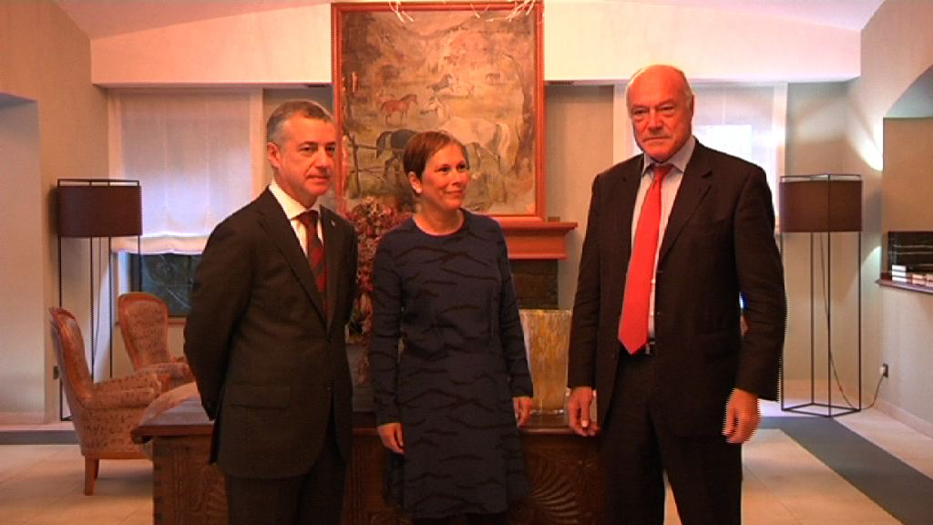 El lehendakari se reúne con la presidenta de Navarra y el presidente de Aquitania para estudiar la incorporación de la Comunidad foral al marco de colaboración eurorregional [0:54]
