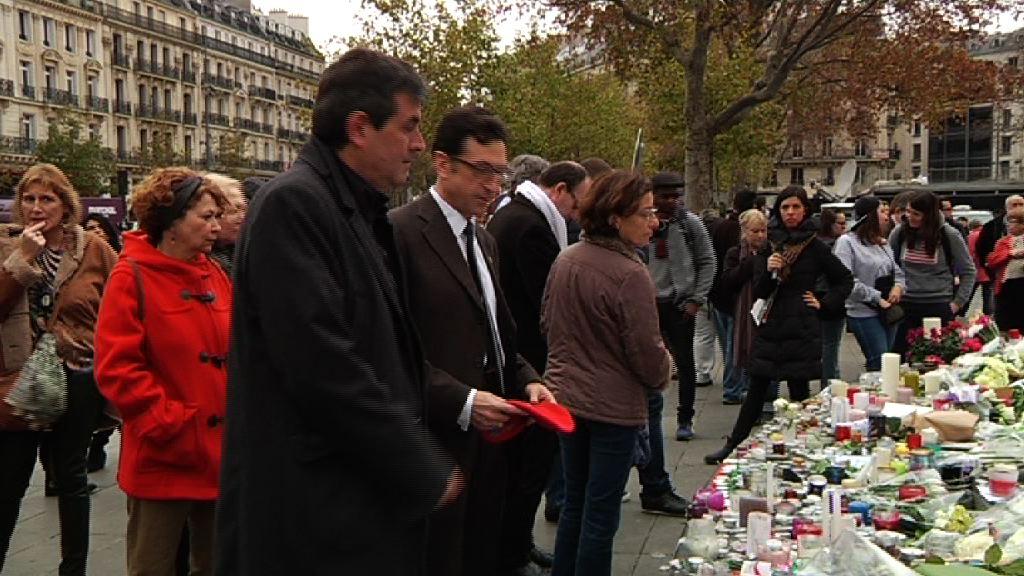 El Departamento de Seguridad y la Ertzaintza rinden un homenaje a las víctimas de los atentados de París