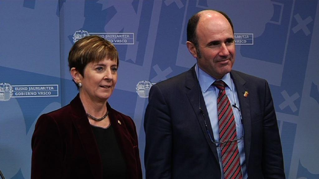 Arantxa Tapia sailburuak Nafarroako Ekonomia Garapeneko lehendakariordearekin, Manu Aierdirekin, bildu da