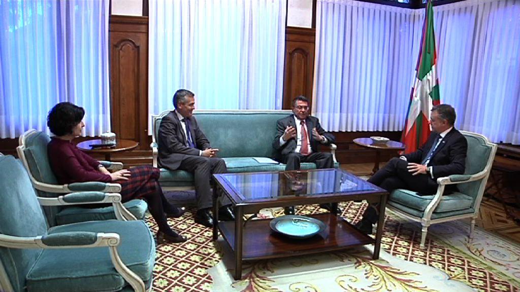 El lehendakari recibe en Ajuria Enea al embajador de Eslovenia