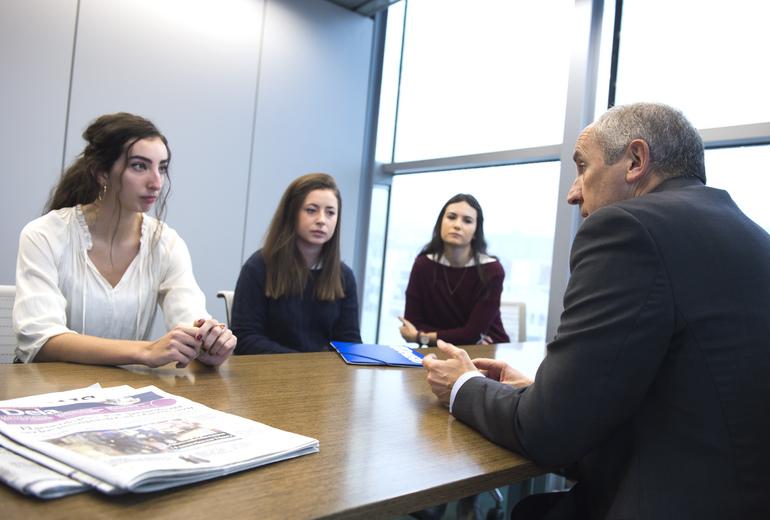 Estudiantes de Derecho de la Universidad de Deusto charlan con el Portavoz del Gobierno vasco sobre la reforma del modelo de Estado
