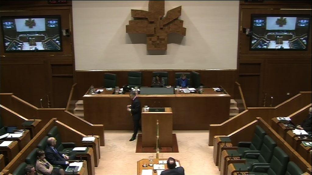Pregunta formulada por D. Txarli Prieto San Vicente, parlamentario del  grupo Socialistas Vascos, al lehendakari, sobre planes para hacer frente al   empeoramiento de la economía.