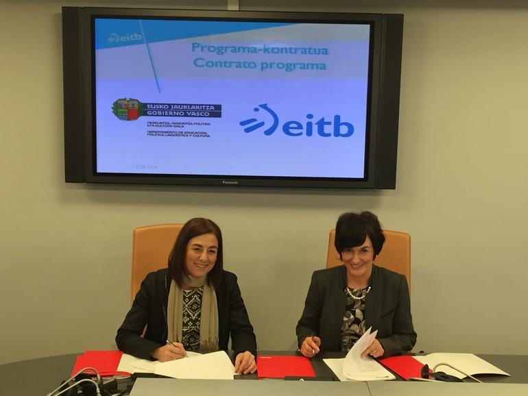 Cristina Uriartek eta Maite Iturbek 2016-2019 aldirako EiTBren Kontratu Programa berria sinatu dute