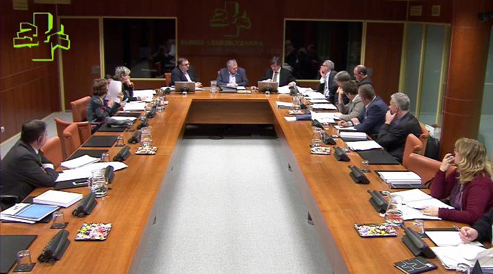 Andrés Zearretak Euskal Enplegu Publikoari buruzko Lege proiektua azaldu du Legebiltzarreko talde politikoei