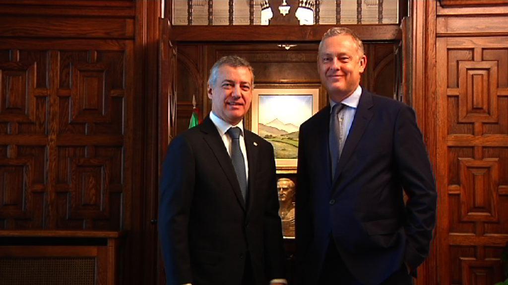 El lehendakari ha recibido en Ajuria Enea al embajador de Gran Bretaña