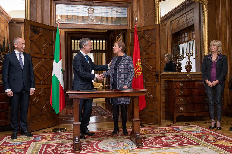 Lehendakariak eta Barkos presidenteak Euskadiren eta Nafarroaren arteko lankidetza-protokoloa sinatu dute