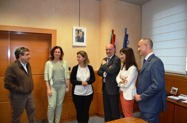 La Sailburu Ana Oregi y el rector Iñaki Goirizelaia promueven la  Cátedra Unesco de Paisajes Culturales y Patrimonio de la EHU/UPV