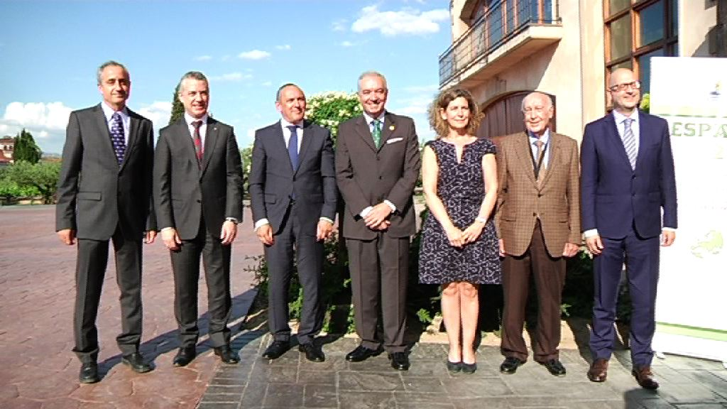 """El lehendakari recuerda que Euskadi está haciendo frente al """"desafío"""" de compaginar crecimiento industrial y medioambiental"""