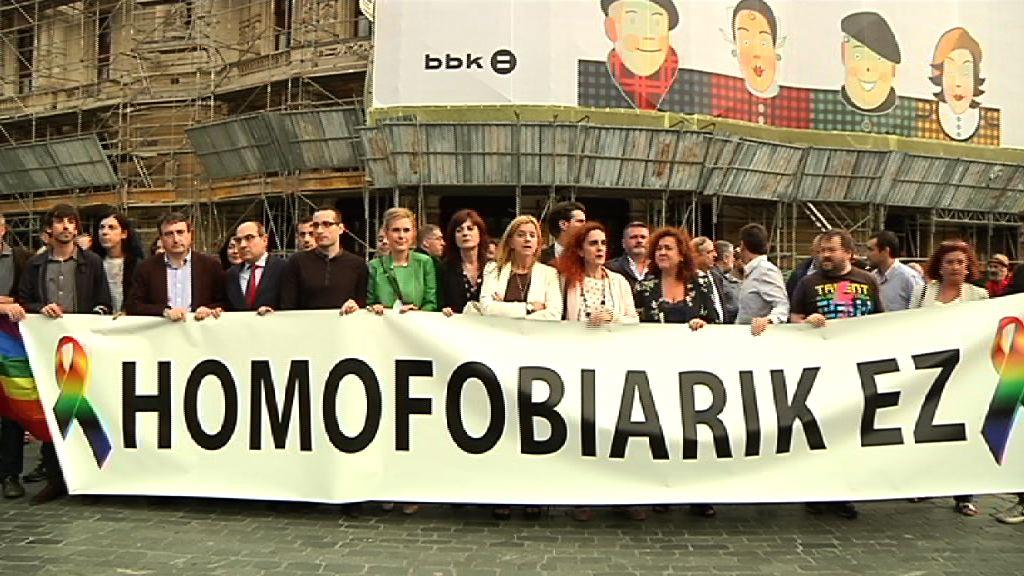 El Gobierno Vasco acude a la concentración celebrada en Bilbao para condenar la matanza de Orlando