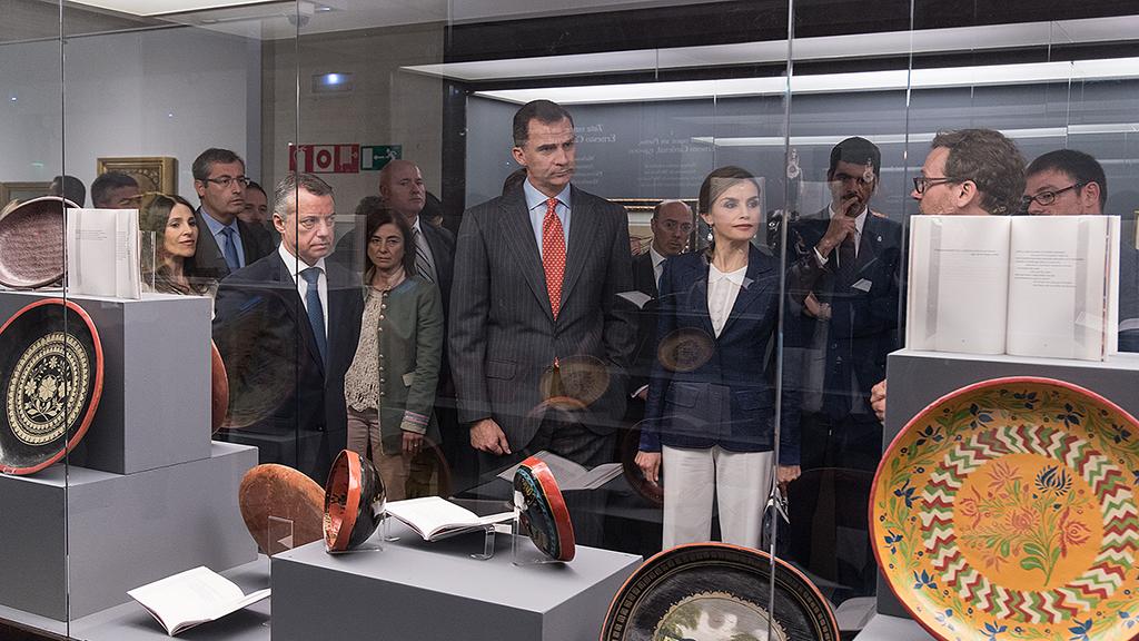 Lehendakaria Espainiako errege-erreginarekin batera izan da San Telmo Museoan jarritako 1516-2006. Bake-itunak erakusketan